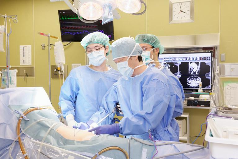 治療および手術
